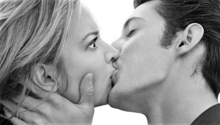 10 Passionate Kisses That You Should Know and Give